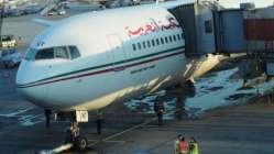 Kalkışa hazırlanan yolcu uçağını su bastı!